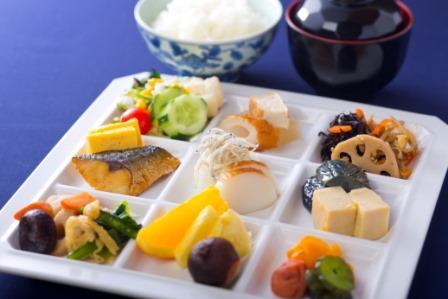 <朝食> 全60種 地元の旬がたっぷりの和中心で!