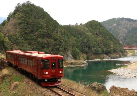 観光列車『ながら』のランチプランと夏の上高地ハイキングを楽しむ2日間